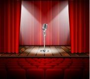Mikrofon och röd gardin Arkivbild