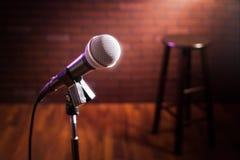 Mikrofon på en etapp royaltyfria foton
