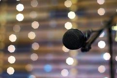Mikrofon på etapp Arkivbilder