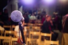 Mikrofon på etapp Royaltyfria Bilder