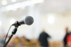 Mikrofon på etapp på konserten Royaltyfri Fotografi