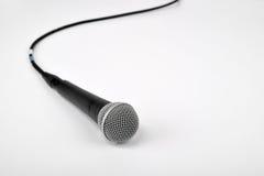 Mikrofon på vit Arkivbilder