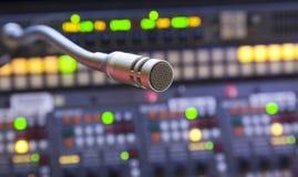 Mikrofon på kontrollbordet Royaltyfria Bilder