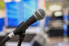 Mikrofon, S?nger, Konzert der beliebten Musik, Publikum, Rede stockbild