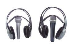 Mikrofon u. DJ-drahtlose Kopfhörer auf ihm lizenzfreies stockfoto