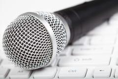 Mikrofon und Tastatur Lizenzfreies Stockfoto