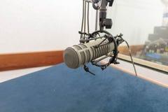Mikrofon w magnetofonowym pokoju Zdjęcie Royalty Free