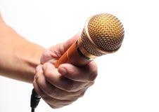 Mikrofon w ręce na białym tle Fotografia Royalty Free