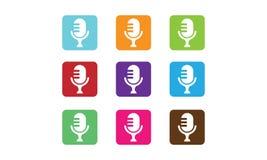 Mikrofonlogo stock illustrationer