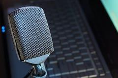 mikrofonpodcast Arkivbild