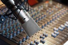 mikrofonregistreringsstudio Royaltyfri Foto