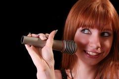 mikrofonu ładni śpiewaccy kobiety potomstwa Obraz Stock