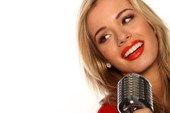 mikrofonu piękny piosenkarz obrazy stock