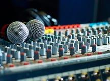 Mikrofony na soundmixer w klubie nocnym Zdjęcie Royalty Free