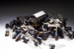 Mikrokontroller på högen av transistorer Royaltyfri Foto