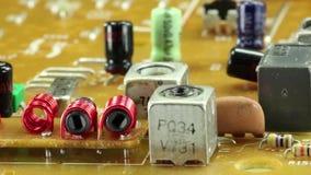Mikrokreislaufchip mit elektronischen Bauelementen stock video footage