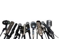 Mikrophone bei der Pressekonferenz Stockfotos