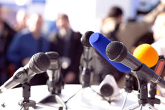Mikrophone getrennt auf weißem Hintergrund Lizenzfreie Stockbilder