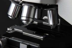 Mikroskop für Forschung in der Medizin Stockbilder