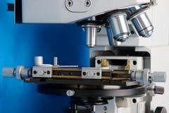 Mikroskop für Forschung in der Medizin Stockbild