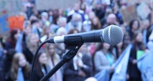 Mikrotelefon på etappen stock video