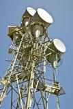 Mikrowellen-Telekommunikations-Kontrollturm stockbild
