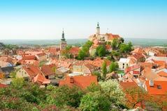 Mikulov历史市中心在春天 免版税库存图片
