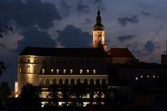Mikulov城堡在晚上 图库摄影