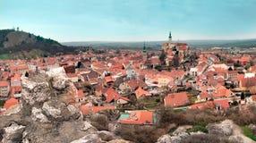 Mikulov, άποψη του κέντρου της πόλης με το κάστρο, Τσεχία Στοκ φωτογραφίες με δικαίωμα ελεύθερης χρήσης