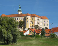 Mikulov, южная Моравия, замок города стоковое изображение rf