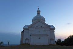 Mikulovkapel op grote heuvel Stock Afbeelding