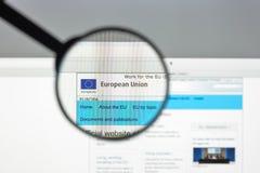 Milán, Italia - 10 de agosto de 2017: Europa homepage del sitio web del eu Euro Fotos de archivo