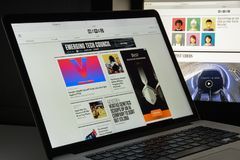 Milán, Italia - 10 de agosto de 2017: Homepage atado con alambre del sitio web Es a Imagenes de archivo