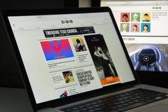 Milán, Italia - 10 de agosto de 2017: Homepage atado con alambre del sitio web Es a Fotografía de archivo libre de regalías