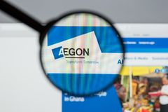 Milán, Italia - 10 de agosto de 2017: Homepage del sitio web de Aegon Es a Fotos de archivo