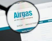 Milán, Italia - 10 de agosto de 2017: Homepage del sitio web de Airgas Es t Imágenes de archivo libres de regalías
