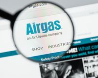 Milán, Italia - 10 de agosto de 2017: Homepage del sitio web de Airgas Es t Imagenes de archivo