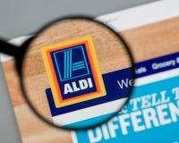Milán, Italia - 10 de agosto de 2017: Homepage del sitio web de ALDI Es Imagen de archivo libre de regalías