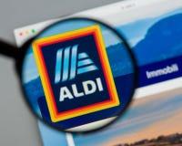 Milán, Italia - 10 de agosto de 2017: Homepage del sitio web de ALDI Es Foto de archivo
