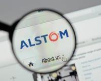 Milán, Italia - 10 de agosto de 2017: Homepage del sitio web de Alstom Es a Imagenes de archivo