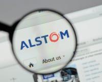 Milán, Italia - 10 de agosto de 2017: Homepage del sitio web de Alstom Es a Imagen de archivo libre de regalías
