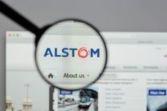 Milán, Italia - 10 de agosto de 2017: Homepage del sitio web de Alstom Es a Imágenes de archivo libres de regalías
