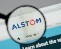 Milán, Italia - 10 de agosto de 2017: Homepage del sitio web de Alstom Es a Fotos de archivo