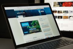 Milán, Italia - 10 de agosto de 2017: Homepage del sitio web del ESA Es un i Imagen de archivo