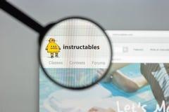 Milán, Italia - 10 de agosto de 2017: Homepage del sitio web de Istructables I Imágenes de archivo libres de regalías