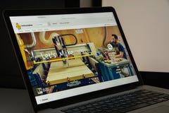 Milán, Italia - 10 de agosto de 2017: Homepage del sitio web de Istructables I Foto de archivo libre de regalías
