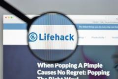 Milán, Italia - 10 de agosto de 2017: Homepage del sitio web de Lifehack Lifeh Imagen de archivo