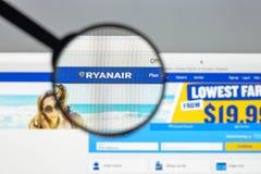 Milán, Italia - 10 de agosto de 2017: Homepage del sitio web de Ryanair Es Fotografía de archivo libre de regalías