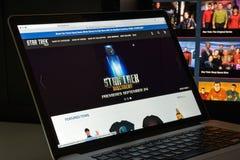 Milán, Italia - 10 de agosto de 2017: Homepage del sitio web de Star Trek Él i imagenes de archivo