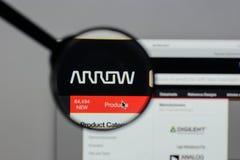 Milán, Italia - 10 de agosto de 2017: Logotipo de Arrow Electronics en nosotros Fotografía de archivo libre de regalías